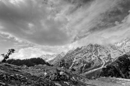 HIMALAYAN MOUNTAIN SCENE 10