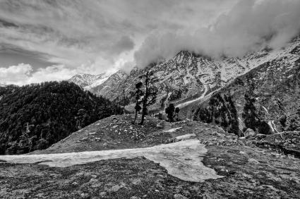 HIMALAYAN MOUNTAIN SCENE