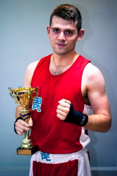 WHITE COLLAR BOXING -3